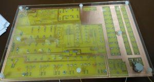 Elektronická stavebnice Saimon 1 zespodu